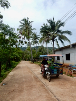 Cruising through the little roads of Koh Lanta